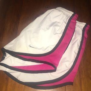 👟 White Nike Running Shorts 👟
